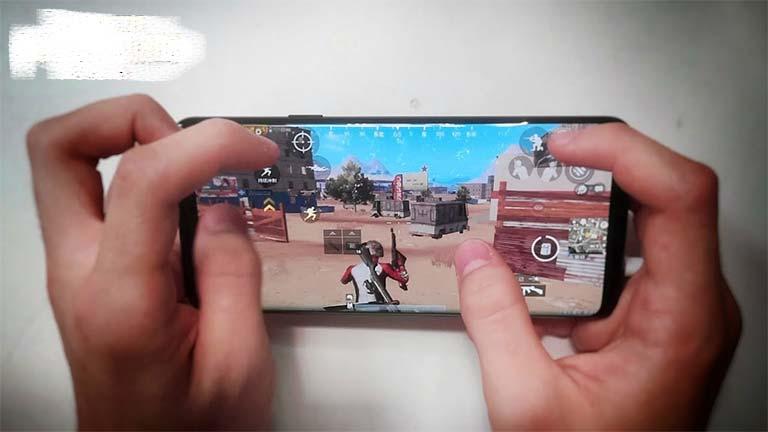 Cara Menembak Sambil bergerak di PUBG Mobile Posisi Jari